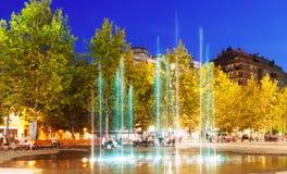 Plaza en noche. Sant Adria de Besos Imagenes de archivo