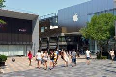Plaza för shopping för Pekingsanlitun by Royaltyfria Bilder