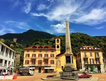 Plaza Indipendenza en Bellinzona Cantón Tesino, Suiza imagen de archivo