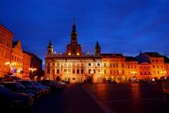 Plaza nella notte di Ceske Budejovice, Repubblica ceca Immagini Stock Libere da Diritti