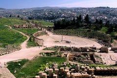 Plaza ovale dans la ville antique de Jerash Images libres de droits