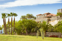 Plaza Playa del Duque, δούκας Castle, πλευρά Adeje, Tenerife, Ισπανία Στοκ εικόνες με δικαίωμα ελεύθερης χρήσης