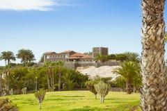 Plaza Playa del Duque, δούκας Castle, πλευρά Adeje, Tenerife, Ισπανία Στοκ εικόνα με δικαίωμα ελεύθερης χρήσης