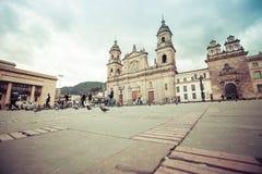 Plaza principal con la iglesia, cuadrado de Bolivar en Bogotá, Colombia Imágenes de archivo libres de regalías