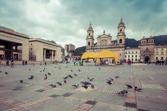 Plaza principal con la iglesia, cuadrado de Bolivar en Bogotá, Colombia Imagenes de archivo