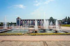 Plaza principal de Bishkek, Kirguistán fotos de archivo