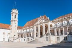 Plaza principal de la universidad de Coímbra imagen de archivo