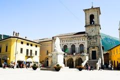 Plaza principal de Norcia en Umbría, Italia Imagen de archivo