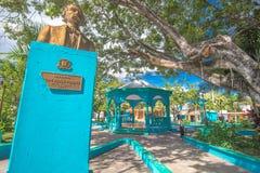 Plaza principal en Cabral, República Dominicana, con la estatua de Juan Pablo Duarte Imagenes de archivo