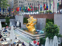 Plaza at the Rockefeller Center with the statue of Prometheus Stock Photos