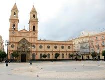 Plaza San Antonio e a mesma igreja em Cadiz, Spain Imagens de Stock Royalty Free