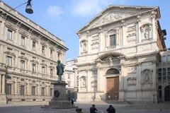 Plaza San Fedele en Milán, Italia Foto de archivo libre de regalías