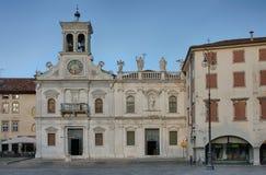 Plaza san Giacomo en Udine, Italia, tiempo de la salida del sol Foto de archivo libre de regalías