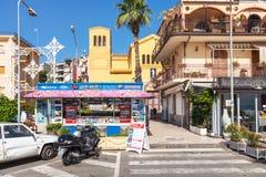 Plaza San Pancrazio en la ciudad de Giardini Naxos Foto de archivo