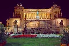 Plaza Venezia en Roma en la noche antes de la Navidad fotografía de archivo