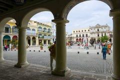 Plaza Vieja con sus numerosos edificios coloniales recientemente restaurados Imágenes de archivo libres de regalías