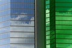 Plaza Windows con el tinte verde imágenes de archivo libres de regalías