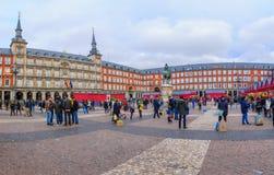 Plazaborgmästaren med jul marknadsför, i Madrid royaltyfria foton