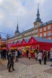 Plazaborgmästaren med jul marknadsför, i Madrid royaltyfri fotografi