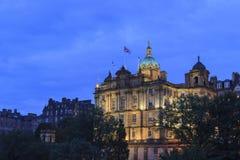 Plc de Lloyds Banking Group en la noche fotografía de archivo