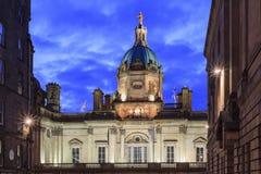 Plc de Lloyds Banking Group en la noche imágenes de archivo libres de regalías