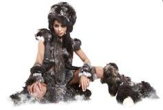 Plciowa piękna dziewczyna jest w moda dzikim stylu Obrazy Royalty Free