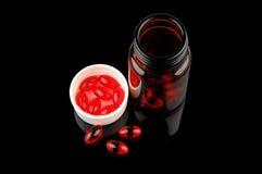 Píldoras rojas de la vitamina Imágenes de archivo libres de regalías
