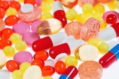 Píldoras, tablillas y drogas, fondo médico Foto de archivo