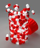 Píldoras y botella de Aspirin Foto de archivo libre de regalías