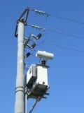 Pôle et transformateur de ligne à haute tension Photo stock