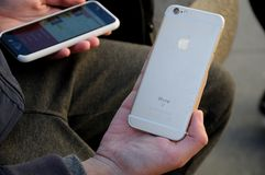 PLE-TELEFON ODER IPHONES Lizenzfreie Stockfotos