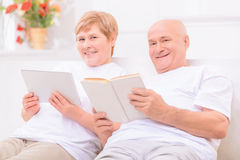 Pleasant adult couple lying on bed Royalty Free Stock Photos