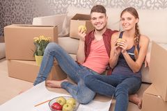 Pleasant young couple holding apples Royalty Free Stock Photo