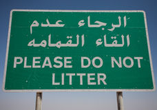 Please Do Not Litter. Sign in Arabic and English Stock Photo