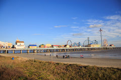 Pleasure Pier amusement park and beach on the Gulf of Mexico coast in Galveston Stock Photography