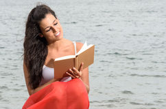 Pleasure of reading near the sea Royalty Free Stock Image