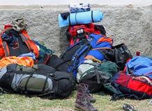 Plecaki i buty wypiętrzali up po spaceru boyscout 1 fotografia royalty free