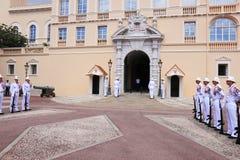Plechtige wacht die, Prins` s Paleis, Monaco veranderen Stock Afbeeldingen