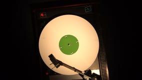 Pleer del disco de vinilo Juega la canción de una vieja opinión superior de la placa giratoria 4k metrajes