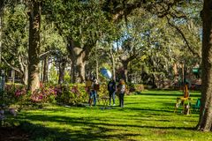 Plein Air Painting in Forsyth Park. SAVANNAH, GEORGIA MARCH 3, 2018 A pleain air painting class taking place in Forsyth Park capturing the vibrant colors of stock photos