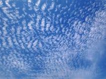Plein fond de cadre de ciel nuageux bleu photographie stock