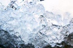 Plein fond de glace de cadre, l'eau congelée, bleue image stock