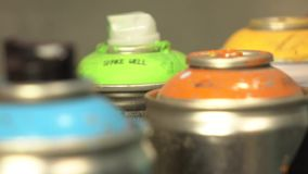 Plein HD Tir de chariot Ballons de pulvérisateur avec des chapeaux de dessus de peinture banque de vidéos