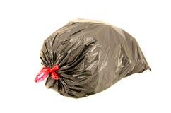 Plein sachet en plastique noir d'isolement de déchets à l'arrière-plan blanc Images libres de droits