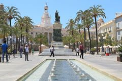 Plein San Juan de Dios en het Stadhuis in Cadiz, Spanje royalty-vrije stock foto
