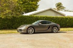 Plein tir Porsche Cayman Scène urbaine photos stock