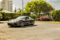 Plein tir Porsche Cayman Scène urbaine photos libres de droits