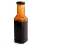 Pleine bouteille d'isolement de sauce images stock