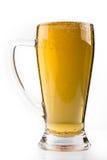 Pleine glace de bière d'isolement sur le blanc image stock