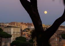 Pleine lune au-dessus de Rome Images stock